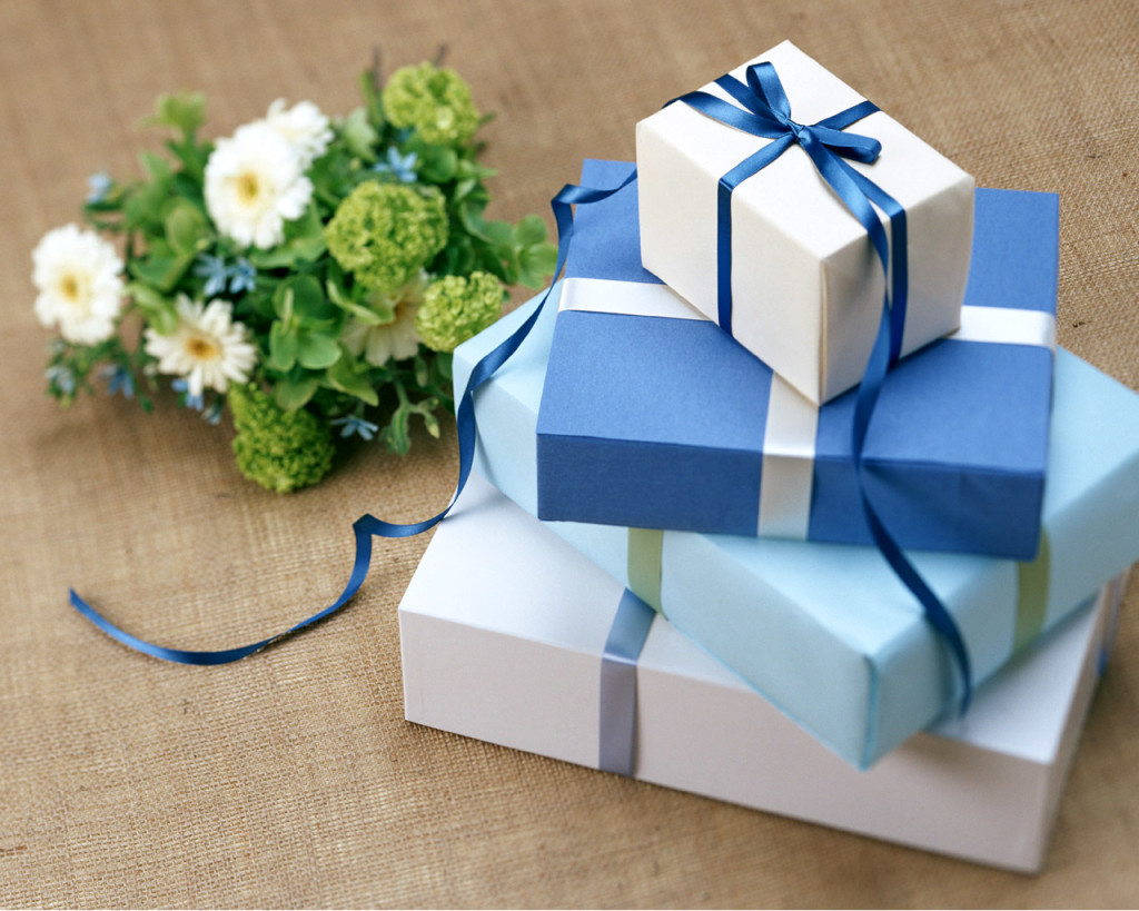 Wedding-Gifts-With-Unique-Boxes-1024x819