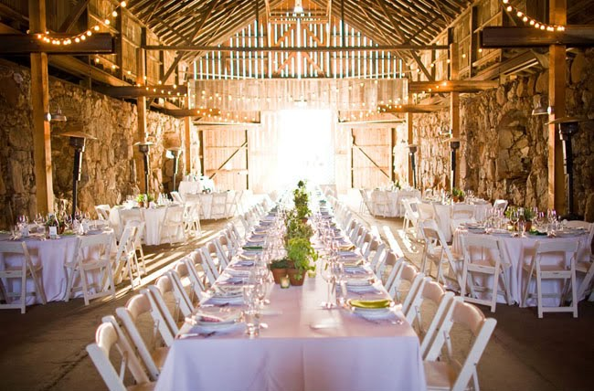 Pros And Cons Of Outdoor Wedding Venues: Barn Wedding Pros And Cons